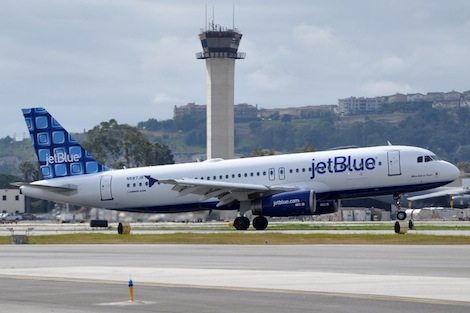 jet-blue-gay-couple