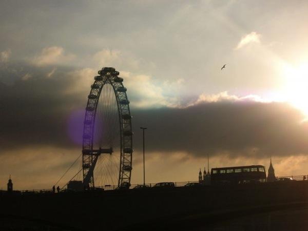 london-eye-bus-photo-andrew-villagomez