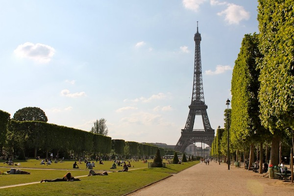 paris-effiel-tower-grass-photo-andrew-villagomez