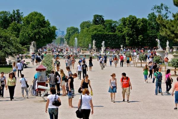 paris-tuileries-gardens-summer-photo-andrew-villagomez