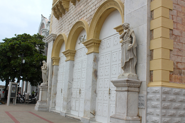 cartagena-old-city-historical-square-3