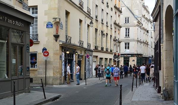 Le-Marais-Rue-Sainte-Croix-de-la-Bretonnerie-and-Rue-Aubriot-Paris