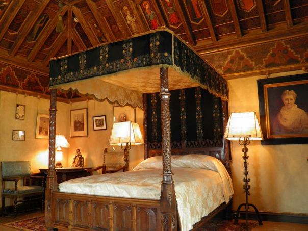 castle canopy bed must see where lady gaga filmed guy the hearst castle in