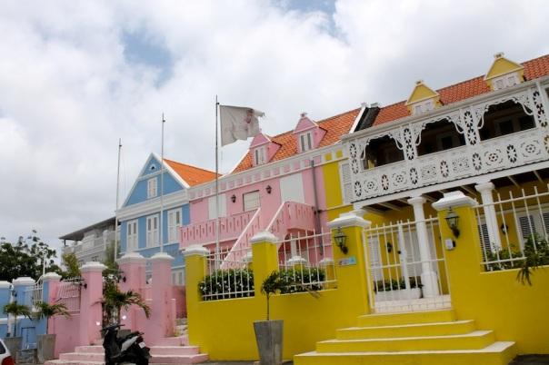 curacao-photos-3-colorful-homes