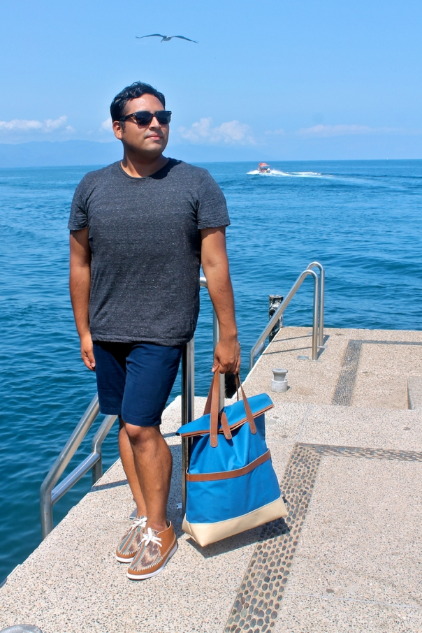 summer-tote-travel-outfit-chukkas