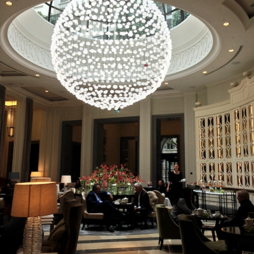 corinthia-london-chandelier-lobby