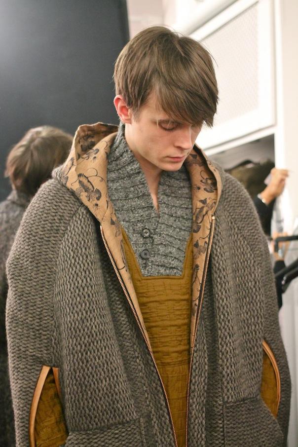 billy-reid-fall-winter-2015-40-model-outerwear-cape