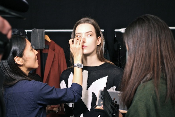 richard-chai-fall-2015-backstage-20