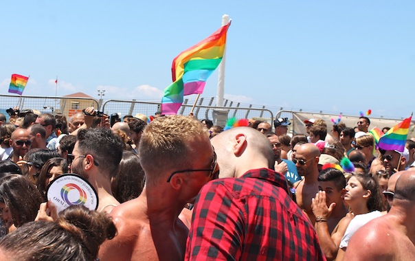 tel-aviv-gay-lgbt-pride-2015-15-kiss