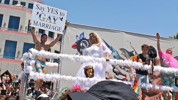 tel-aviv-gay-lgbt-pride-2015-parade-float