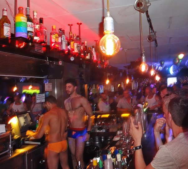 tel-aviv-gay-lgbt-pride-nightlife-bar-evita