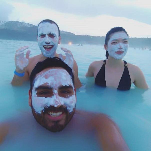 blue-lagoon-selfie