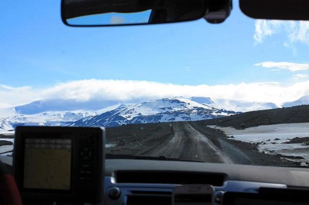 iceland-glacier-driving-road