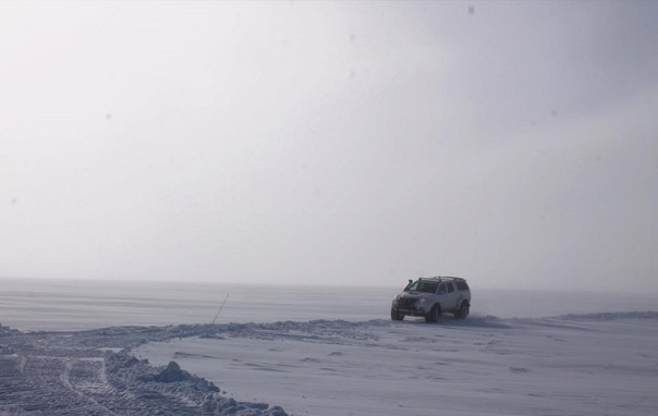 iceland-glacier-driving-super-jeep-white-out