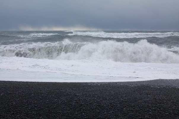 iceland-reynisfjara-beach-ocean-waves