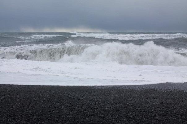 iceland-reynisfjara-beach-ocean-waves