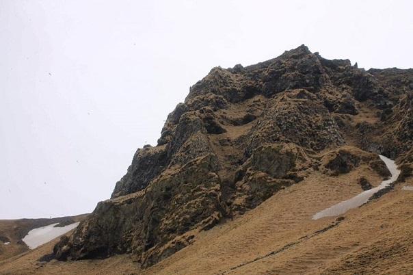 iceland-reynisfjara-black-sand-beach-cliff