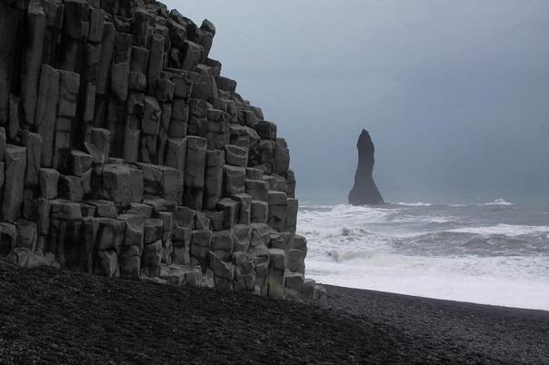 iceland-reynisfjara-black-sand-beach-rock-formations-ocean