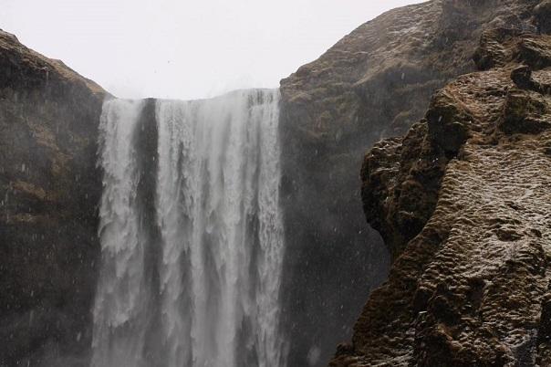 Skogarfoss-waterfall-close-up
