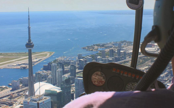 cn-tower-toronto-helicopter